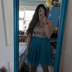 Dresses & Skirts - Short prom home coming dress